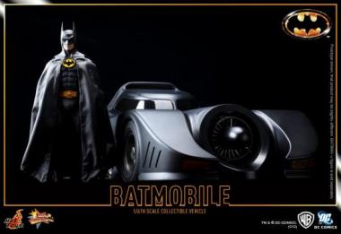 Batman 1989 DX09 und Batmobil