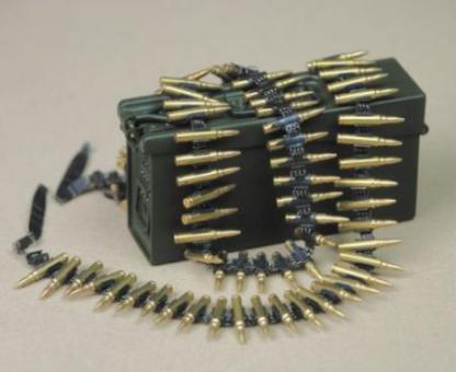 Gurtkasten in Metal mit Metal Munitions Gurt. Patronen Messing einzelnd entnehmbar