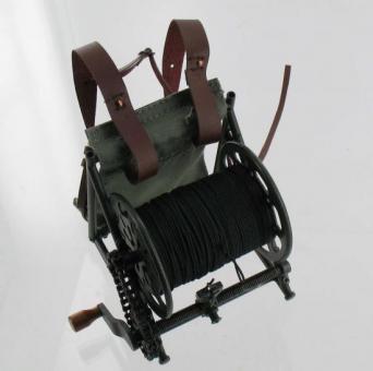 Kabelrolle aus Metall mit Kette, hochdetailiert und zum Teil beweglich